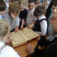 Выставка «Свет под книжной обложкой» открылась в Кожевниково