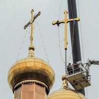 На Богородице-Владимирском храме Северска установлен новый крест