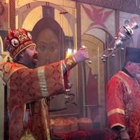 Митрополит Ростислав совершил пасхальные вечерню и утреню в Богородице-Алексиевском монастыре