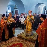 Митрополит Ростислав возглавил вечернее богослужение в Знаменском храме. Томска