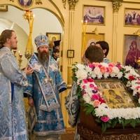 Митрополит Ростислав совершил Литургию в Богородице-Владимирском храме г. Северска