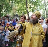 Митрополит Ростислав возглавил богослужение в престольный праздник Петропавловского собора