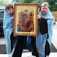 Икона Божией Матери «Всецарица» доставлена в Свято-Троицкую церковь Томска