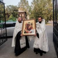 Икона Божией Матери «Всецарица» принесена в Воскресенскую церковь