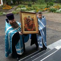 Икона Божией Матери «Всецарица» принесена в храм святых апостолов Петра и Павла г. Томска