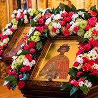Митрополит Ростислав совершил Литургию в храме Александра Невского