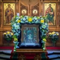 В престольный праздник митрополит Ростислав совершил Литургию в Знаменском храме
