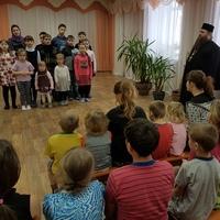Юные прихожане поздравили сверстников из приюта