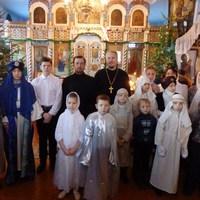 Воспитанники воскресной школы в Асино поздравили сверстников из детского дома спектаклем