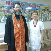 Священник поздравил с Пасхой персонал и пациентов перинатального центра