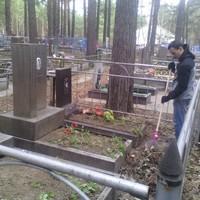 Перед Днём Победы православные волонтёры провели уборку на городском кладбище