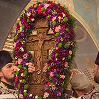 Церковь празднует Воздвижение Честного и Животворящего Креста Господня