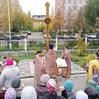 Памятный крест почившим работникам СХК освятили в Северске
