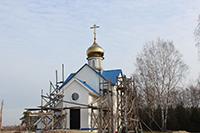 Строящийся храм в селе Сергеево обрел купол и крест