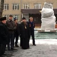 Священник принял участие в высадке кедровой аллеи в Томске