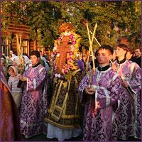Перед началом Успенского поста архиепископ Томский и Асиновский Ростислав, духовенство и верующие Томска совершили традиционный Крестный ход