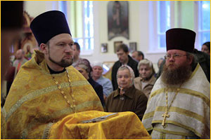 Первый настоятель церкви Петра и Павла иерей Александр Классен и иерей Святослав Зулин, являющийся настоятелем храма в течение восьми последних лет