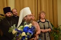 Студенты Томской духовной семинарии поздравили с Рождеством Христовым митрополита Ростислава