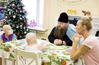 Священники Томской епархии принесли Рождественскую весть пациентам гематологического отделения ОКБ и психиатрической больницы