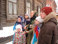 Прихожане Свято-Троицкой церкви прошли по Томску с христославием и колядками