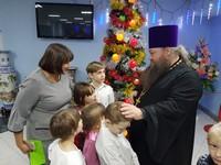 Воспитанники воскресной школы при храме Петра и Павла навестили сирот в социальном центре «Друг»