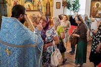 Беременных женщин и их семьи приглашают помолиться о благополучных родах