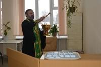 В Зырянской районной больнице освятили хирургическое отделение