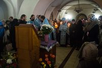 В Богоявленском соборе совершён молебен с акафистом перед ковчегом с частицей Ризы Пресвятой Богородицы.