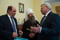 Глава Томской митрополии награжден медалью губернатора Томской области