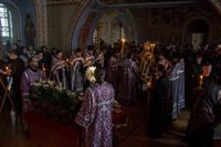Митрополит Ростислав возглавил богослужения в Страстную Пятницу