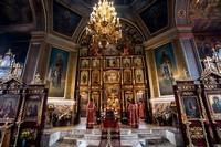 Митрополит Ростислав совершил Пасхальную Великую вечерню в Петропавловском соборе