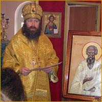 Архиепископ Ростислав вручил потрудившимся на возведением храма Патриаршие и архиерейские награды, а также преподнес в дар храму икону святого старца Феодора Томского