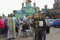 Участники Федоровского крестного хода идут из Анжеро-Судженска в Томск.