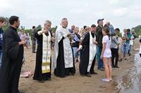 Состоялось массовое крещение на реке Яя