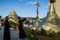 В Первомайском районе освящены купола для строящегося храма.