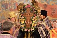 «Кресту Твоему поклоняемся, Владыко». В Богоявленском соборе встретили праздник Воздвижения Честного и Животворящего Креста Господня.