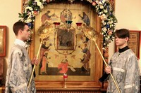 В канун празднования Казанской иконы Божией Матери митрополит Ростислав возглавил всенощное бдение в Богородице-Алексиевском монастыре