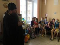Свет Христова Рождества освящает детские больничные палаты