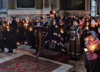 Митрополит Ростислав совершил повечерие с чтением Великого канона в Петропавловском соборе