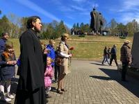 В День Победы в Лагерном саду прошла акция «Огонёк памяти»