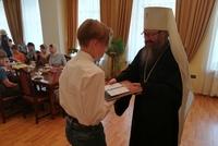 Митрополит Ростислав вручил свидетельства выпускникам воскресной школы
