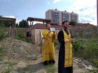 В День Крещения Руси на месте строящегося храма в честь равноапостольного князя Владимира отслужили молебен
