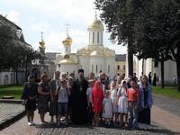 Выпускники, учащиеся и педагоги воскресной школы Богоявленского собора посетили святые места столицы