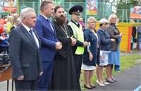 Томский священник поздравил школьников с началом учебного года на торжественной линейке