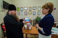 Томская средняя школа получила от епархии набор учебников по «Основам православной культуры»