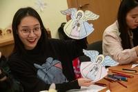 «Комната с картинами» и яркие цвета: студенты из Китая побывали на экскурсии в музее ТДС