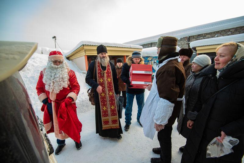 Бездомных томичей накормили праздничным горячим обедом и поздравили с Рождеством Христовым