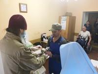 Пасхальной радостью поделились сотрудники Томской епархии с бездомными