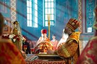 В Неделю о Фоме митрополит Ростислав совершил Литургию в Петропавловском соборе г. Томска
