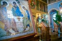 Православные христиане отмечают праздник Святой Троицы